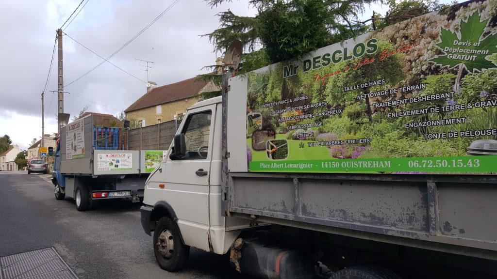 Camion pour débarras des déchets verts